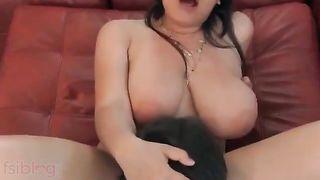 Breasty lewd Desi NRI Bhabhi hot MMS