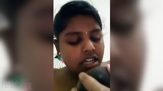 Super excited Indian Girl love tunnel fingering MMS