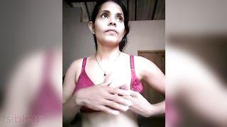 Hot Srilankan Hotty naked selfie movie scene