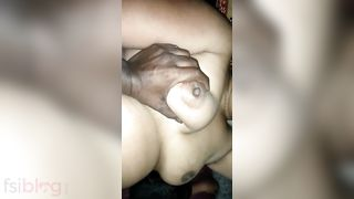 Mature Indian XXX sex clip of bulky aunty with her boyfriend