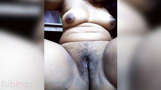 Tempting hawt Indian slit show MMS episode