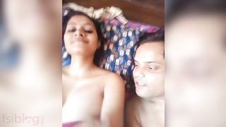 Hawt Indian BABE exposing her large boobs on livecam