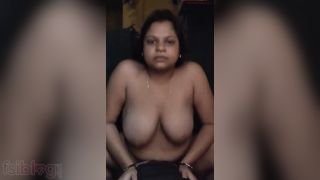 Hawt busty wife rubbing her pink twat on livecam