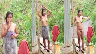Naughty Telugu hotty exposing her undressed body