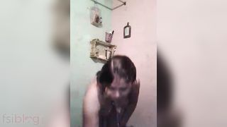 Overweight Bhabhi undressed bath MMS clip
