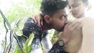 Desi girlfriend sucking dick of her bf outdoors