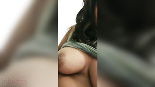 Breasty college gal MMS boob show clip