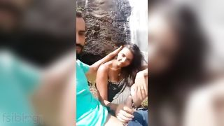 Cute Desi gal sex with her bf in the outdoor