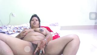 Breasty Bhabhi web camera sex with her clients clip