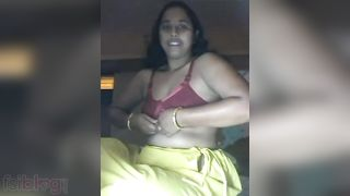Excited Desi housewife in live movie scene call chat