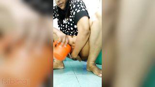 Nasty Indian wife pissing selfie clip