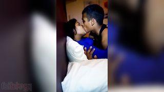 Lewd young Desi paramours Desi MMS sex clip