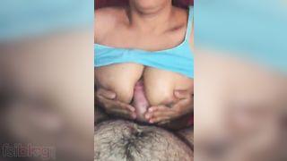 Aged Desi Randi sex with her customer MMS video