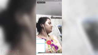 Telugu wife showing fur pie on a live episode call