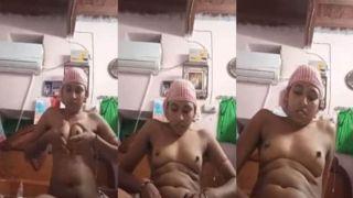 Indian Bhabhi fingering cum-hole on selfie web camera