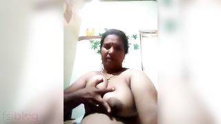 Booby aunty exposed show video for her secret boyfriend