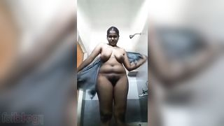 Desi curly vagina wife shows her nudity on live cam
