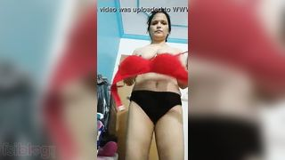 Topless Desi lascivious housewife boob show video