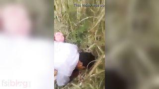 Dehati Bhabhi sharing sex in the outdoors MMS movie scene