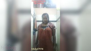 Desi aunty bare selfie clip taken for her secret bf