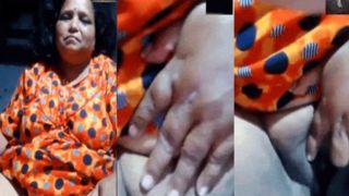 Older Indian phone sex chat with her secret boyfriend live episode