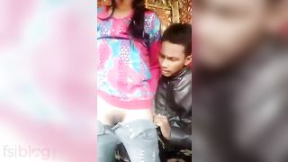 Young lovers first-time sex in the outdoors MMS video