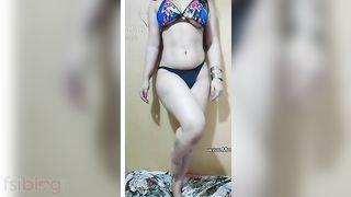 Sexy indian girl Gunnjan Aras bra removing and completely naked