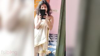 Indian private XXX video leaked! Desi hot bhbai sexy selfie making