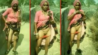 Desi bhabi In Saree Pussy Show in Outdoor! Indian aunty XXX video!