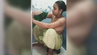 Desi Bhabi Bathing Video