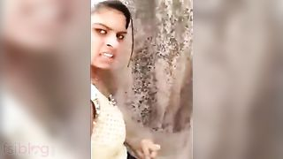 Shocking XXX Indian video! Desi village lovers outdoor caught