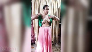 Indian aunty as real slu dressing after bath! Desi XXX video