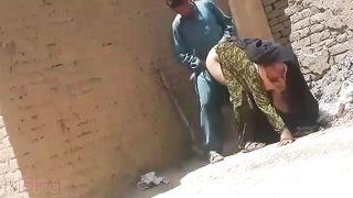 Pakistani outdoor sex video with a neighbor aunty! Real XXX hidden cam