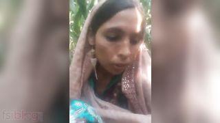 Naughty Pakistani aunty's show boobs show on cam