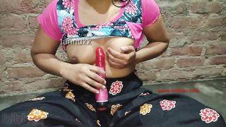 Insatiable Desi babe masturbates sticking XXX vibrator into pussy