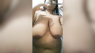 Busty bare MMS movie scene of a bubbly Indian hotty