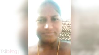Telugu in nature's garb show video of a sexy hawt aunty