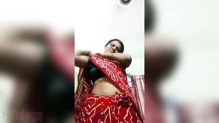 Tamil aunty stripped selfie video for Telugu aunty paramours