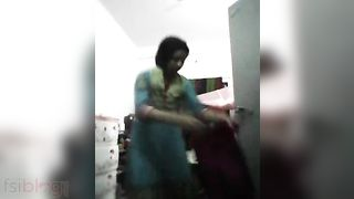 Tamil college cutie MMS undress tease video