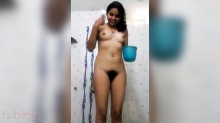 Desi hot young college girl stripped MMS selfie