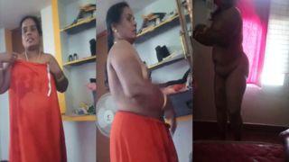 Mature Telugu aunty undressed show on cam