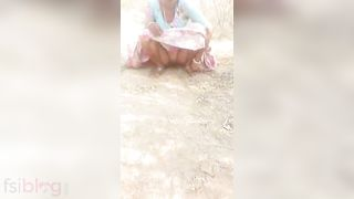 Dehati mature fur pie pissing outdoors MMS sex video