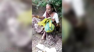 Dehati old pair sex movie scene caught by a voyeur