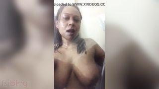 Aunty bare bath video for her secret bf