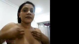 Mallu big boobs angel exposing her good large boobs