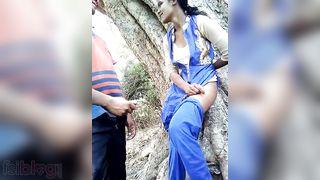 Desi schoolgirl screwed outdoors MMS clip
