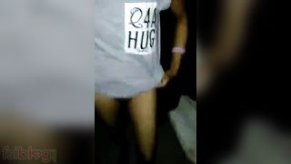 Indian girl pissing video to make your mood erotic