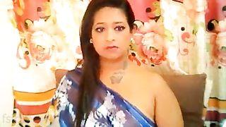 Desi chubby Bhabhi boobs show on livecam show