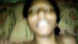 Tamil beauty engulfing fucking Desi MMS sex video