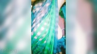 See out! This desi aunty has got Green nipples
